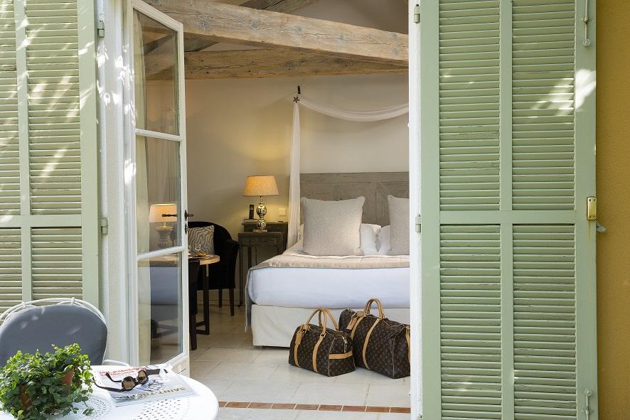 le concierge de saint tropez la bastide de saint tropez. Black Bedroom Furniture Sets. Home Design Ideas